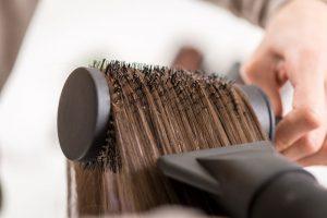 Comment se sécher les cheveux sans un sèche-cheveux?